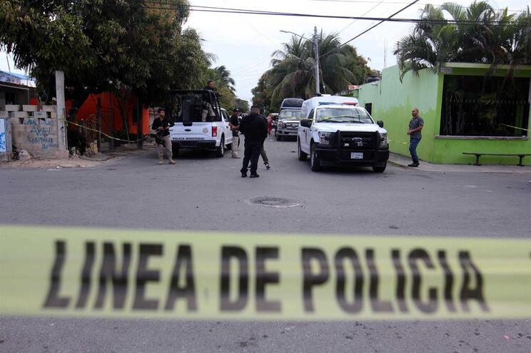 Seis pessoas morreram e três ficaram feridas num tiroteio na Cidade do México