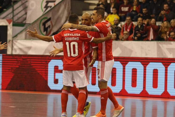 Benfica qualificou-se para a final ao vencer o Eléctrico por 4-0