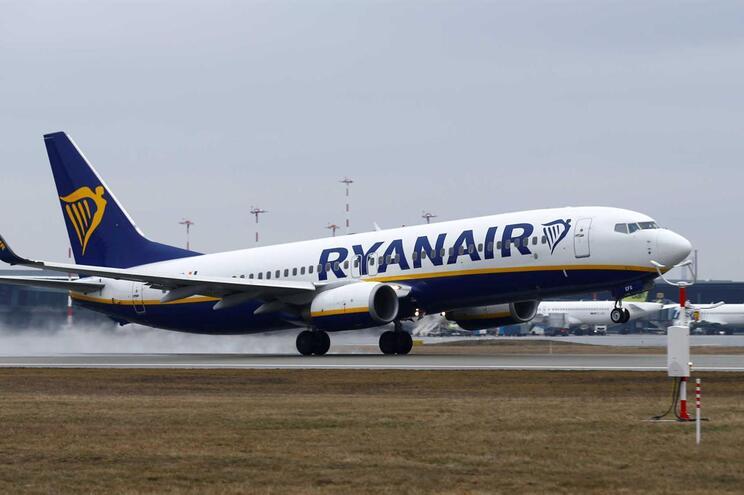 Ryanair já não fecha base de Faro no inverno e salva metade dos empregos