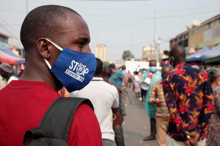 Polícia mata homem em Luanda ao repreender jovens que não usavam máscara