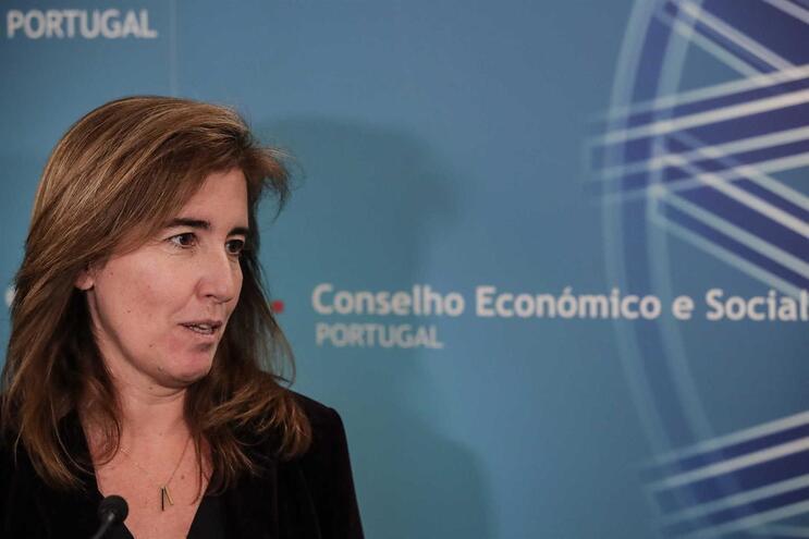 Ministra admite que medidas de acordo de rendimentos podem entrar no Orçamento 2020