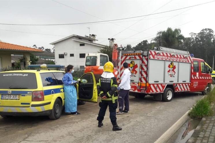 O acidente aconteceu durante uma obra de saneamento, no momento em que estariam já a pavimentar o local