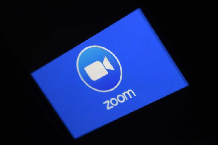 Após reclaramções, o Zoom prometeu intensificar os controlos de privacidade e segurança