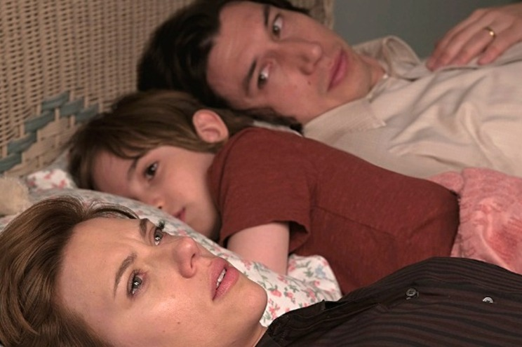 Scarlett Johanson é Nicole, mulher e mãe numa relação que se desintegrou. Adam Driver é Charlie e já