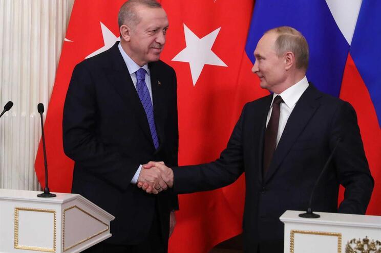 Erdogan e Putin chegaram a acordo sobre patrulhas comuns em Idlib