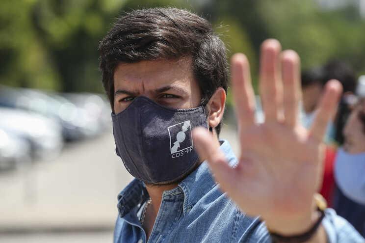 Francisco Rodrigues dos Santos considera que Costa desvalorizou os factos do relatório da Ordem sobre