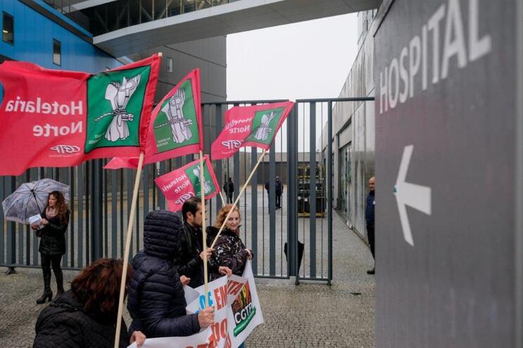 No início de março, trabalhadores protestaram no Hospital Privado de Gaia