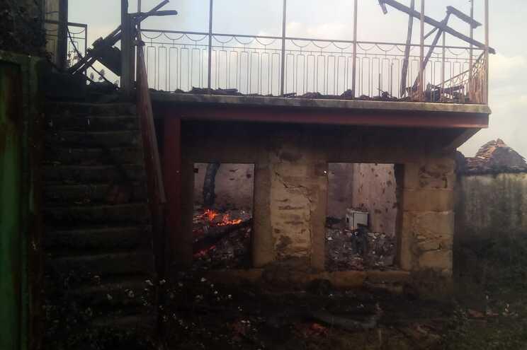 Proteção Civil espera ter fogo dominado em Valpaços sábado de manhã