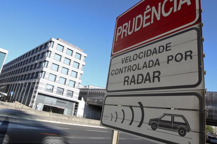 Radares estão identificados através de sinalização