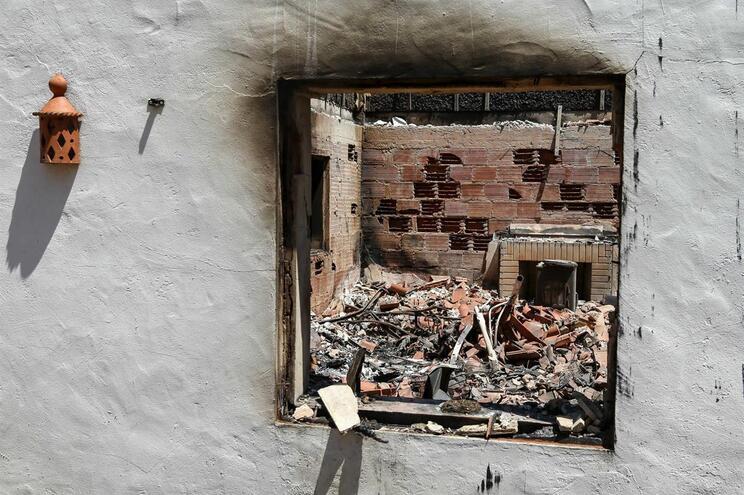 Fogo afetou 32 habitações, 12 das quais são perdas totais