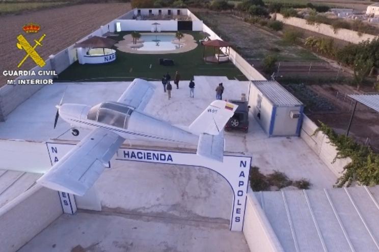 A propriedade, cuja entrada é semelhante à da fazenda de Escobar, era usada para fechar negócios importantes