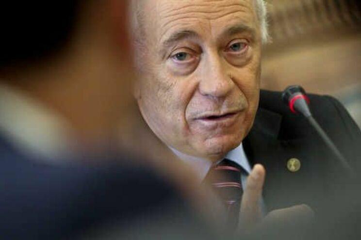 BE pede exoneração de governador do Banco de Portugal