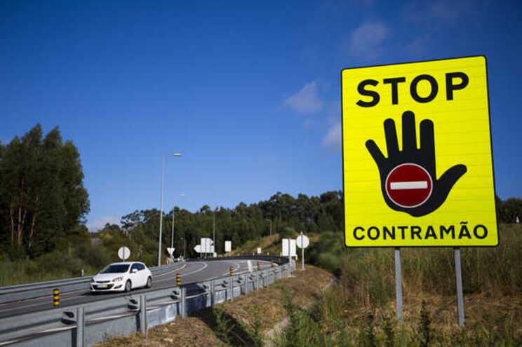 Estradas vão ter novos sinais de trânsito. Saiba o que muda