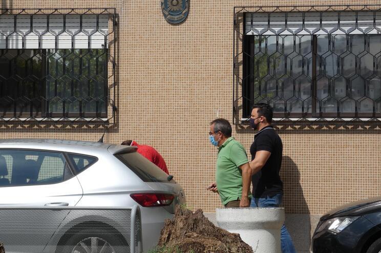 Um dos seis suspeitos à saída da PJ de Braga