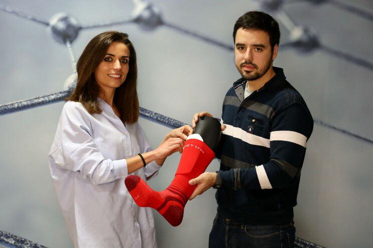 Susana Meireles e Hugo Miranda criaram uma meia que mantém as caneleiras fixas, um dos velhos problemas