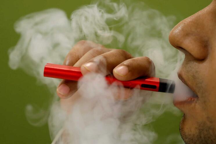 Especialista defende que cigarro eletrónico e tabaco aquecido têm tóxicos prejudiciais