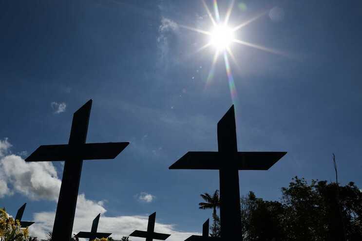 Brasil volta a registar mais de mil mortes diárias e ultrapassa os 30 mil óbitos