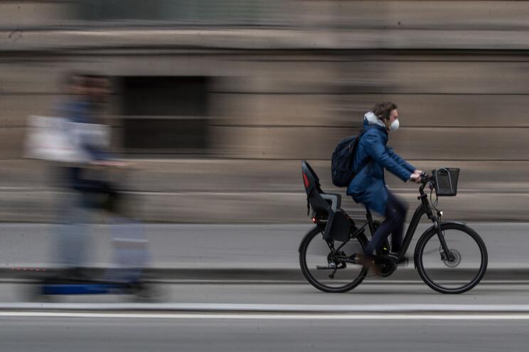 A bicicleta tem ganho espaço em diversos países da Europa; Portugal ainda não aderiu em massa