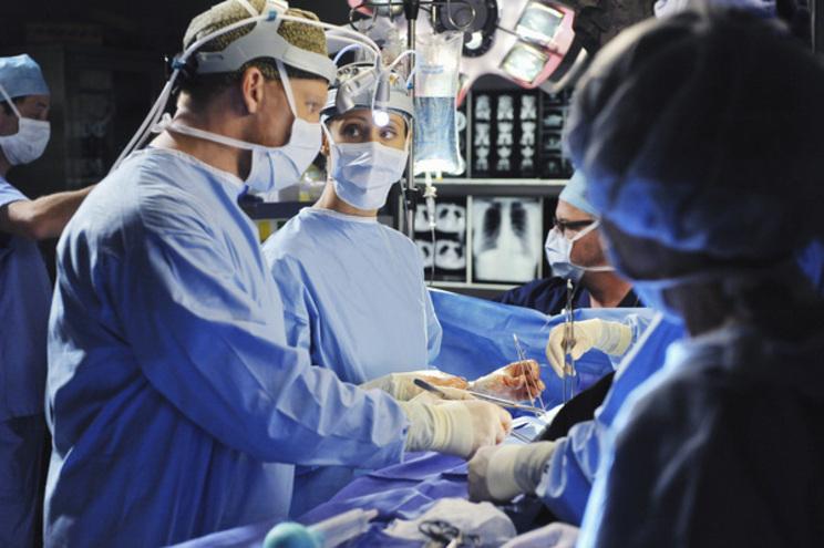 """""""Anatomia de Grey"""" e mais séries doam material médico para combater Covid-19"""