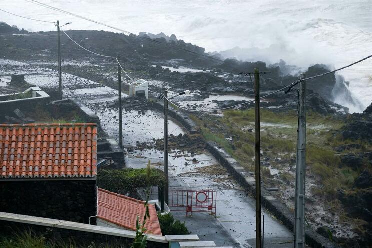 """Furacão """"Lorenzo"""" passou nos Açores a 2 de outubro"""