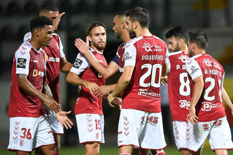 O Sporting de Braga goleou o Paços de Ferreira por 5-1 e manteve a quarta posição da I Liga