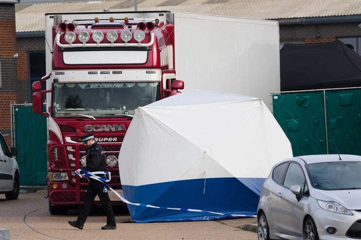 Detido quinto suspeito da morte de 39 pessoas dentro de camião
