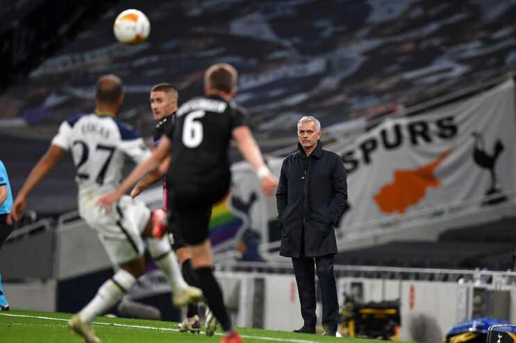 Tottenham, de José Mourinho, entrou a vencer na Liga Europa