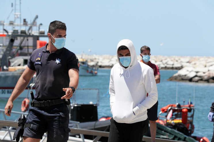 Migrantes marroquinos ficam detidos a aguardar processo de expulsão