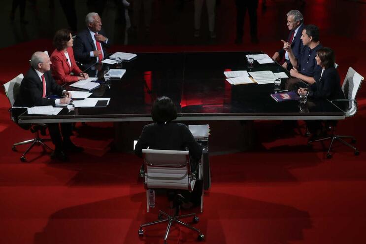 Leis laborais, carga fiscal, SNS e negociações para 'geringonça' marcam debate a seis