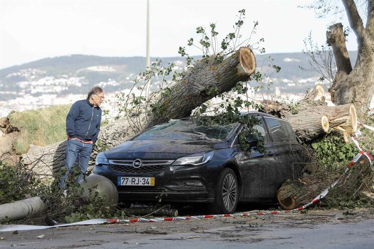 Tempestade Leslie deixou rasto de destruição na Figueira da Foz