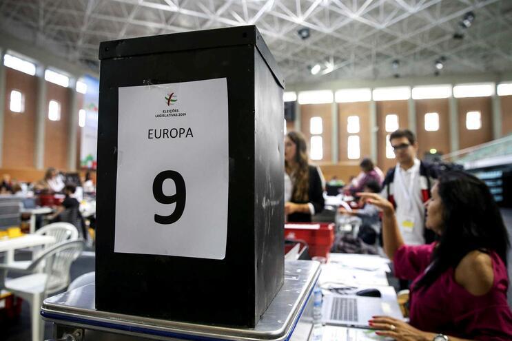 Contagem dos votos da emigração
