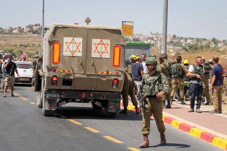 Israel retalia primeiro ataque com mísseis. Três palestinianos mortos