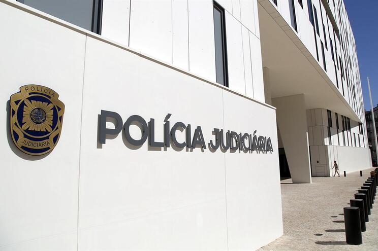 PJ faz 70 buscas no país e entra em instalações do PSD e do PS