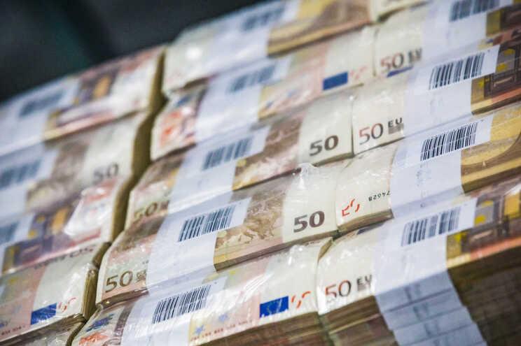 """Agência de """"rating"""" Fitch mantém Portugal com perspetiva estável"""