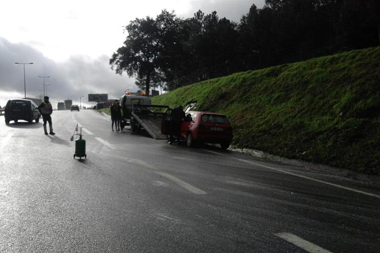 Condutor desmaia após colisão em Braga