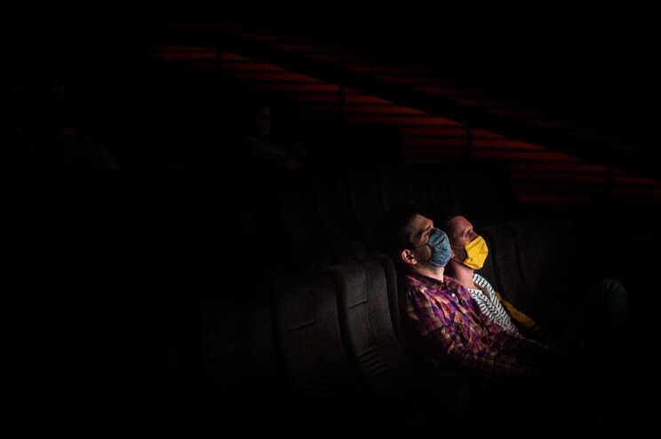 O uso de máscaras vai ser obrigatório dentro das salas de cinema e teatro