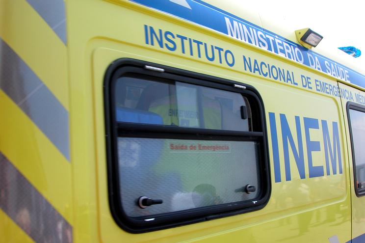 O homem foi transportado pelo INEM para o hospital de Santa Maria da Feira