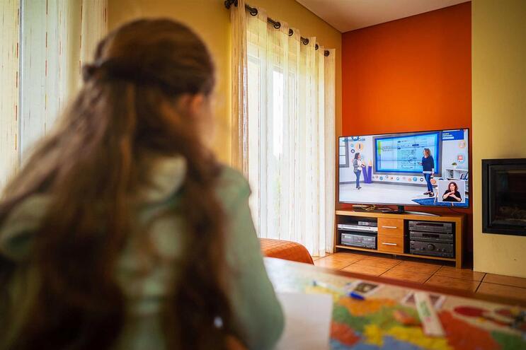 Muitas famílias enfrentam novos desafios: como cuidar dos filhos enquanto uns estudam e outros trabalham