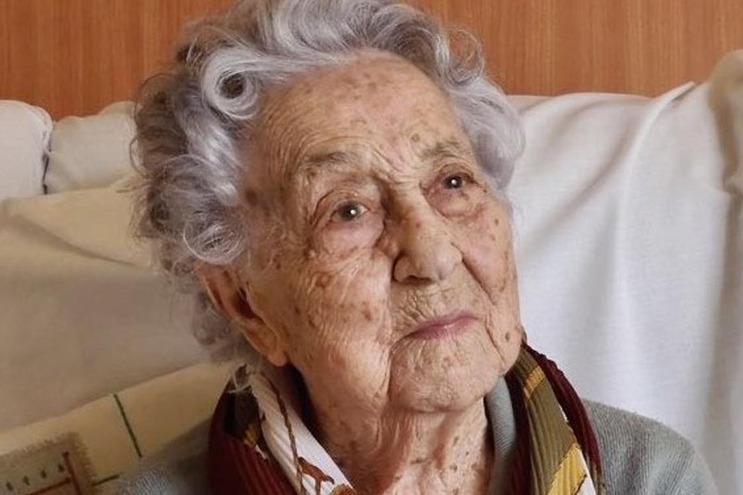 Idosa teve infeção urinária e ficou doente sem nenhum outro sintoma. Testes no lar onde reside confirmaram