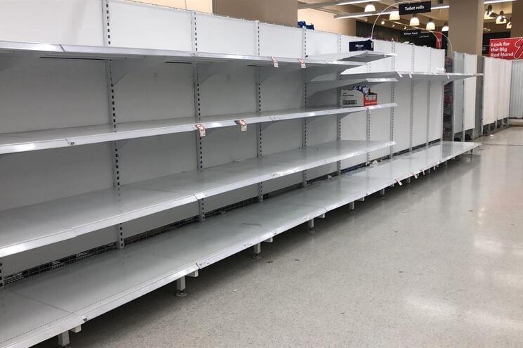 Corrida às lojas esgotou o stock de papel higiénico