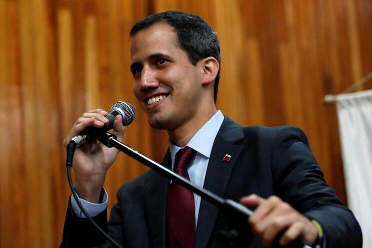 """Guaidó debate """"transição democrática"""" com representantes da UE"""