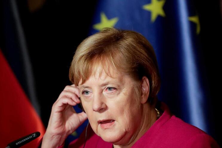 Merkel não se recandidata à liderança da CDU em dezembro