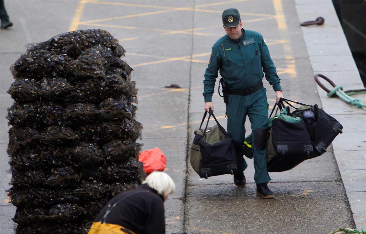 Autoridades acompanhavam submarino há vários dias