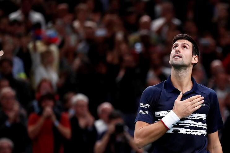 Djokovic vence Masters 1000 de Paris