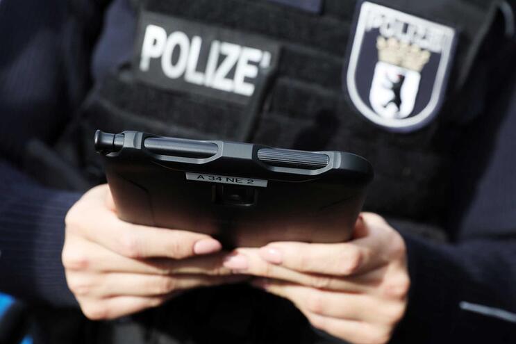 Polícia alemã detetou jovem em excesso de velocidade pouco depois de obter a licença de condução