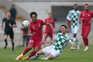 Fábio Pacheco e Lucas em ação durante o jogo