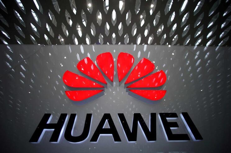 Huawei acusa EUA de lançar ciberataques