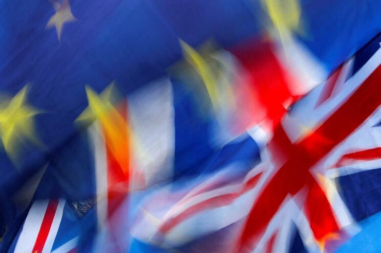 Câmara do Funchal e SEF estudam atribuição de títulos de residência a britânicos