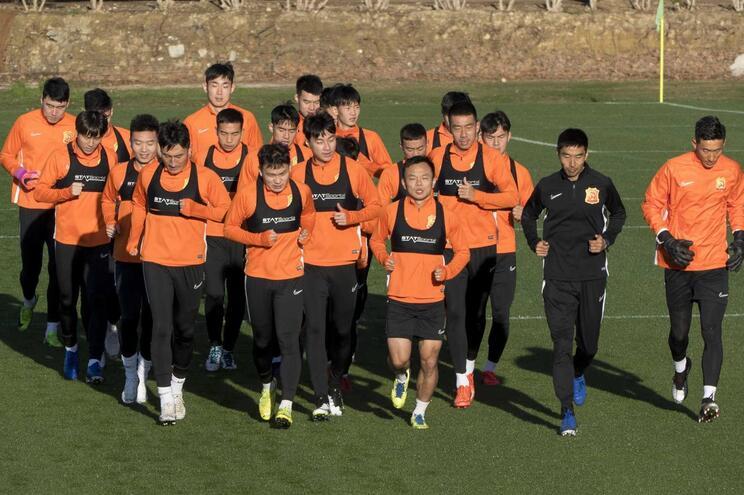 O Wuhan Zall não sabe quando regressa à China