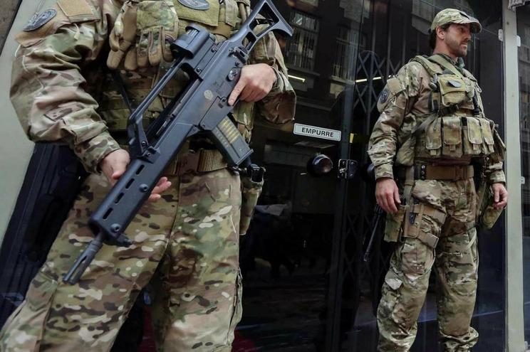 Tentativa de assalto provoca pelo menos 10 mortos no Brasil